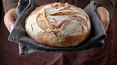 Przepis na domowy chleb na zakwasie, który zasmakuje każdemu