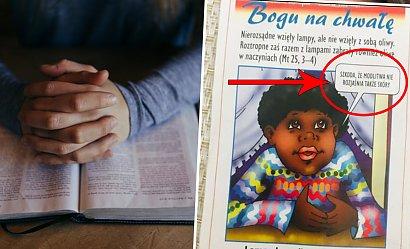 Szokująca ulotka na lekcji religii! Chłopiec  żałuje, że modlitwa nie rozjaśni jego skóry