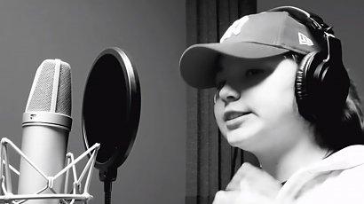 """Piosenka 9-latki hitem w sieci! Dziewczynka ostro o rządzie: """"Gówno będzie z tego"""""""