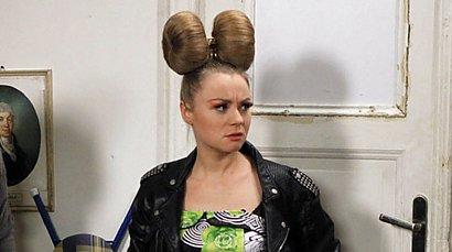 """Pamiętacie Jolę ze """"Świata według Kiepskich""""? Ania Ilczuk zaszalała z nową fryzurą!"""