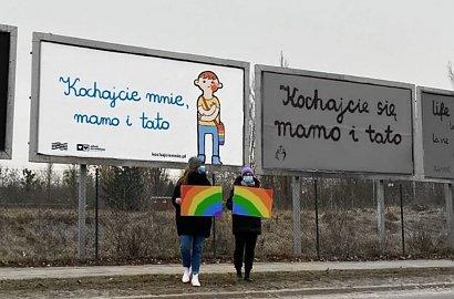 Wojna billboardowa trwa! Kaja Godek atakuje tęczową kampanię.