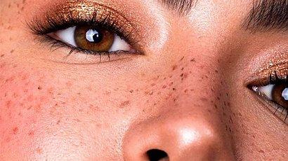 Jak zrobić piegi? Poznaj 5 sposobów na modne fake freckles