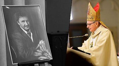 Biskup Długosz w przepięknych słowach żegna Krzysztofa Krawczyka. Zrobił coś jeszcze...