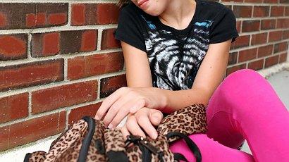 11-latka usiadła pod sklepem i zaczęła płakać, bo nie było lodów Ekipy. Nie chciała iść do domu