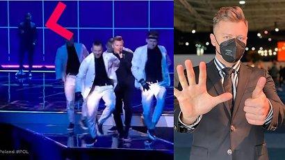 Eurowizja 2021: Chłopak z chórku śpiewał lepiej od Rafała Brzozowskiego? Kim jest Paweł Skiba, który przyćmił wokalistę?