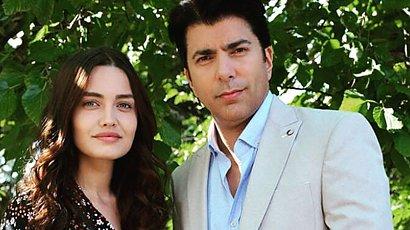 """Azize z serialu """"Więzień miłości"""" to kopia Angeliny Jolie! Wyglądają jak siostry bliźniaczki!"""