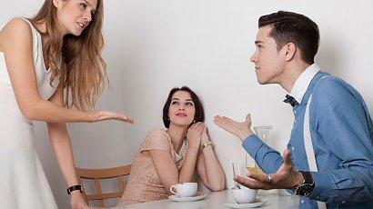 """""""Mąż za każdym razem komplementuje moją siostrę. Mnie nie mówi takich rzeczy jak jej..."""""""