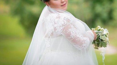 Fotograf w czasie sesji ślubnej śmiał się z panny młodej plus size. Zalała się łzami