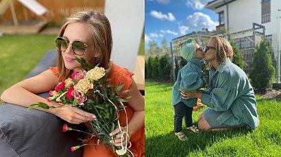 Agnieszka Kaczorowska urządziła Emilce 2 urodziny. Nie zabrakło pięknych dekoracji, a rodzinne zdjęcia podbiły serca internautów