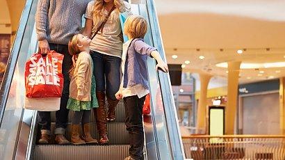 Szokujące zachowanie dziecka w galerii handlowej. Rodzicom to kompletnie nie przeszkadzało!