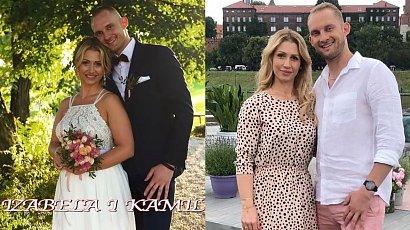 """Izabela Juszczak ze """"Ślubu od pierwszego wejrzenia"""" pokazała sukienkę na wesele! Czy róż i falbanki jej pasują?"""