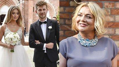 Małgorzata Ostrowska-Królikowska na ślubie syna w szarej długiej sukience. Jak wyglądała mama pana młodego?