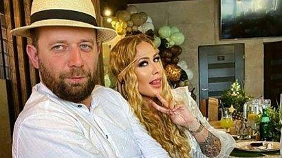 TYLKO U NAS: Zdjęcia z poprawin Sylwii Peretti i jej męża! Stylizacja lepsza niż na weselu?