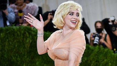 Billie Eilish jak Marilyn Monroe! W ogromnej sukni z długim trenem na MET GALA. Najlepsza kreacja?!