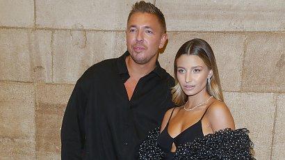 Julia Wieniawa kusiła na Flesz Fashion Night w czarnej sukience od Jemioła! Fani widzą wpadkę: Za jasna twarz do reszty!