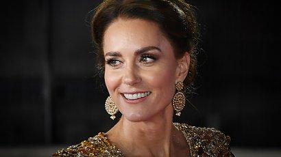 Księżna Kate w złotej sukni na premierze filmu o Jamesie Bondzie. Wyglądała zjawiskowo!