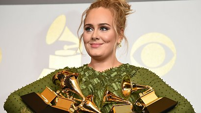 Odchudzona Adele w sexy sukni  wtula się w nowego chłopaka! Fani byli w szoku, gdy dodała to zdjęcie!