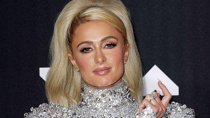 MTV VMA: Paris Hilton i jej kiczowata sukienka, a do tego tona lakieru na doczepach. Gdzie klasa i styl?
