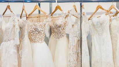 """""""Kupiłam używaną suknię ślubną za 900 złotych. Siostra twierdzi, że to wstyd! Ma rację?"""""""