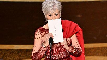 83-letnia Jane Fonda zachwyca figurą na czerwonym dywanie. Wygląda fenomenalnie!