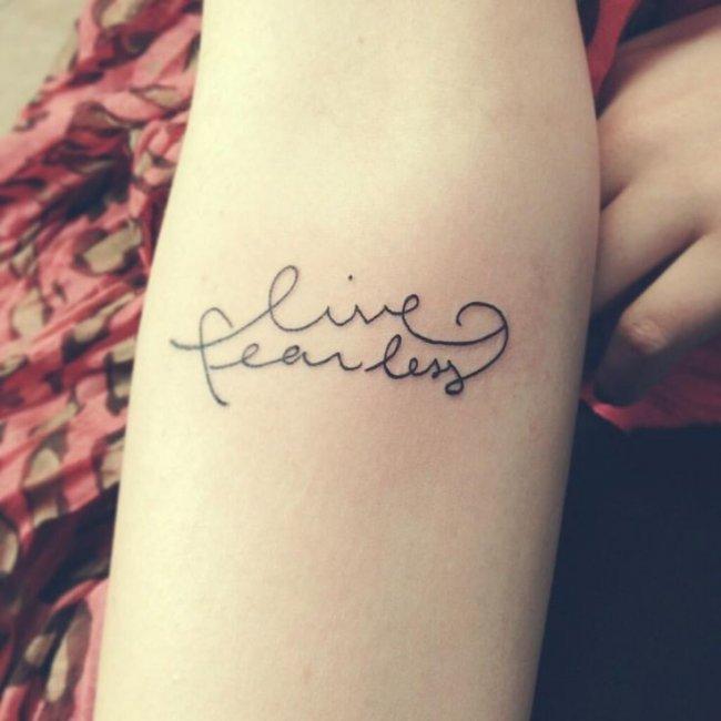 Tatuaż Z Motywem Charakteru Pisma Bliskiej Ci Osoby