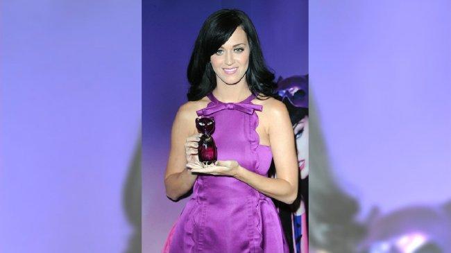 "Katy Perry ze swoimi perfumami ""Purr"" /Agencja Medium"