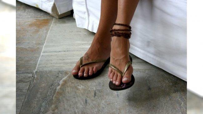 Stopy w sandałkach