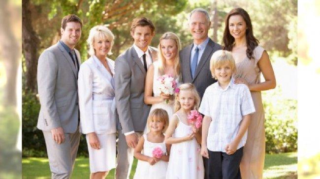 Para młoda i rodzice