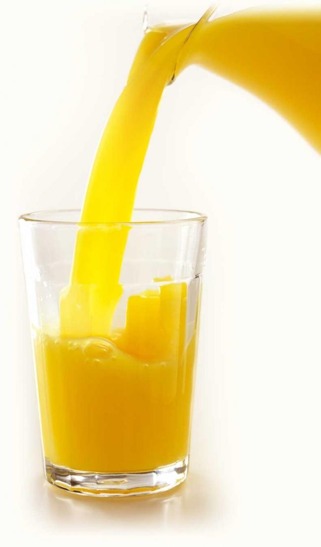 AandB-image-juice-pour