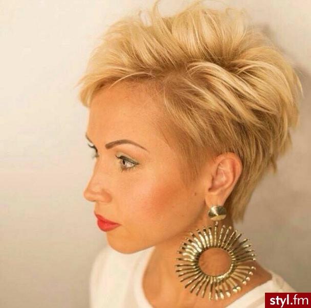 Fryzury Blond Włosy Fryzury Krótkie Na Co Dzień Proste