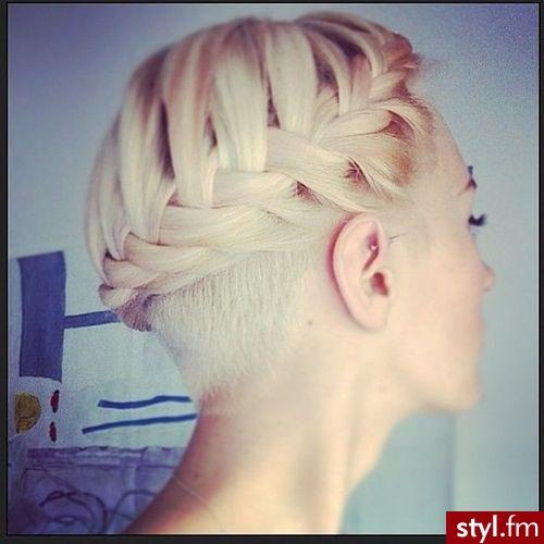 Blond Warkocze Proste Wieczorowe Krótkie Fryzury