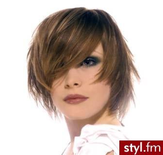 fryzury do szkoły. Fryzury - włosy średnie. fryzury do szkoły - Internetowy Katalog Fryzur IKF.com.pl, propozycje fryzur na każdą okazję np. komputerowe dobieranie fryzury - Średnie Fryzury
