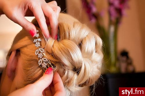 Blond Upięcie Proste Ślubne Średnie Fryzury