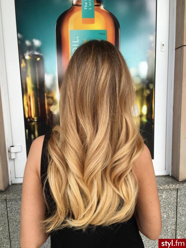 Koloryzacja sombre z pielęgnacją Moroccanoil wykonana przez Urszulę - Blond Rozpuszczone Proste Fryzury gwiazd Długie Fryzury