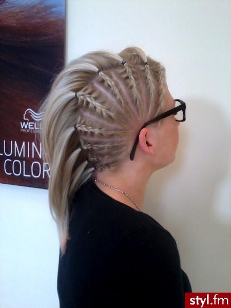 Blond Warkocze Proste Wieczorowe Średnie Fryzury