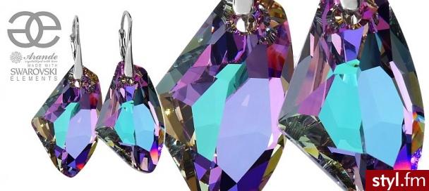 Wszystko, co chcielibyście wiedzieć o kryształach Swarovskiego. Zobaczcie odnowiony wpis na naszym blogu: https://www.arande.pl/blog/krysztaly-swarovskiego/ Na zdjęciu: limitowana seria kryształów Swarovskiego Vitrail Galactic dla Arande - Bransoletki Biżuteria Moda