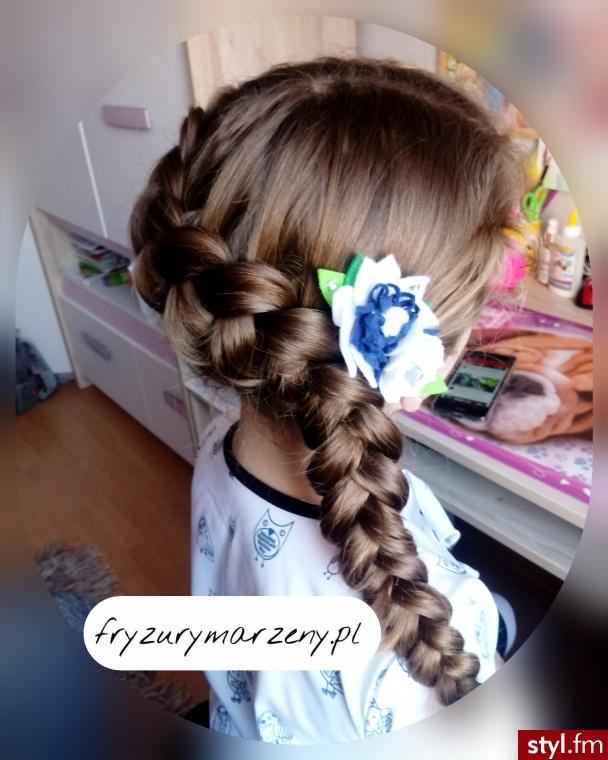 Warkocz holenderski na boku oraz spinka od fryzurymarzeny - Długie Fryzury