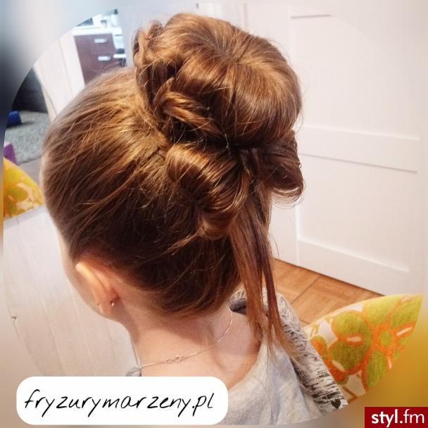 Korona z włosów i kokarda.fryzura dla baletnicy - Długie Fryzury