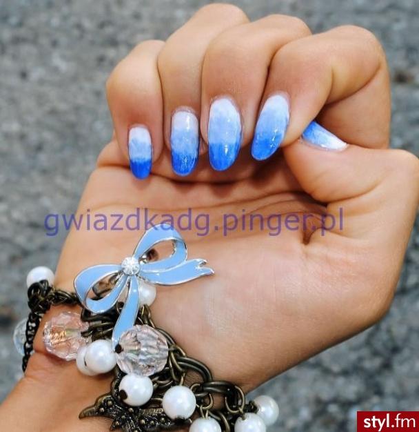 Niebieski gradient - Migdałki Naturalne Paznokcie