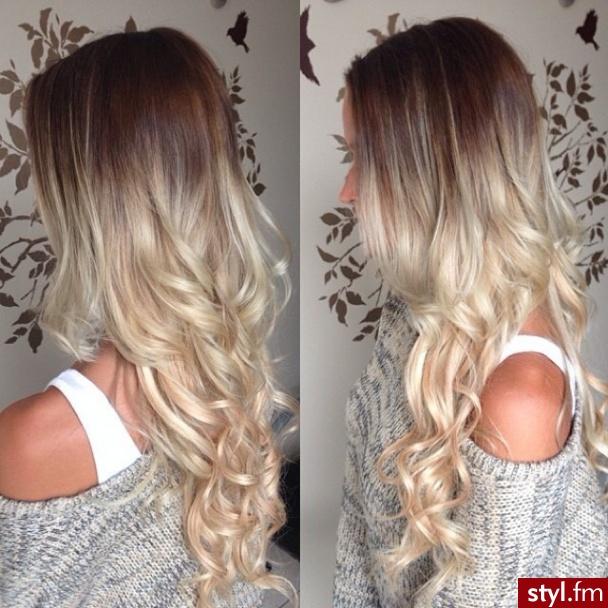 Fryzury Blond Włosy Fryzury Długie Na Co Dzień Kręcone Rozpuszczone
