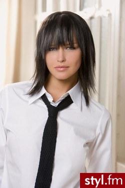 fryzury na średnie włosy. Fryzury - włosy średnie. fryzury na średnie włosy - Internetowy Katalog Fryzur IKF.com.pl, propozycje fryzur na każdą okazję np. fryzury na studniowke - Średnie Fryzury