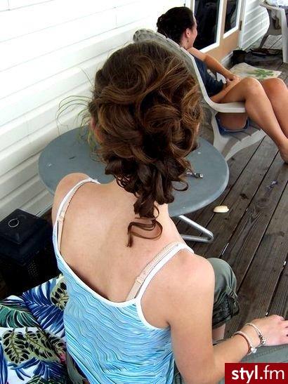 nowe fryzury. nowe fryzury - Internetowy Katalog Fryzur IKF.com.pl, propozycje fryzur na każdą okazję np. eleganckie fryzury - Średnie Fryzury