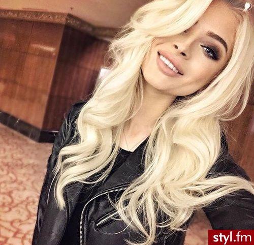 Fryzury Blond Włosy Fryzury Długie Na Co Dzień Kręcone Z