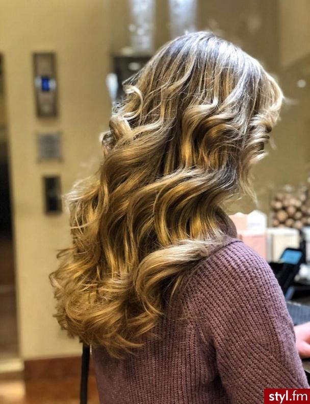 salon fryzjerski Warszawa https://forhair.salon/ - Blond Rozpuszczone Kręcone Wieczorowe Długie Fryzury
