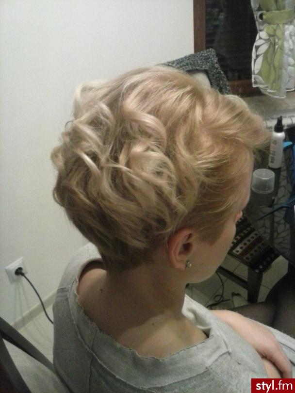 Fryzury Blond Włosy Fryzury Krótkie Wieczorowe Kręcone