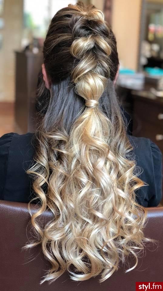 Piękne sombre na włosach długich. https://forhairsobieski.pl/ - Blond Upięcie Kręcone Wieczorowe Długie Fryzury