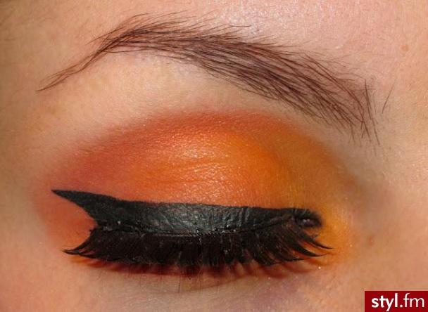 http://nonsenzz.blogspot.com/ - Artystyczne Makijaże