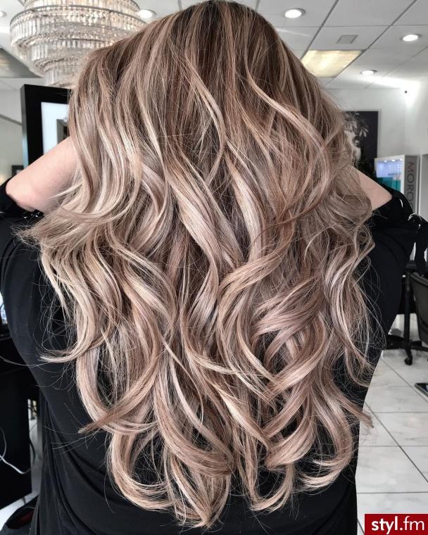 Blond Rozpuszczone Kręcone Na co dzień Długie Fryzury