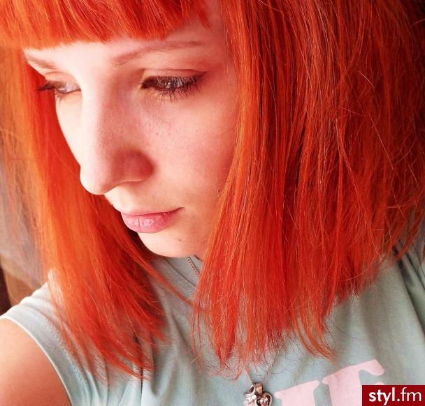Fryzury Rude Włosy Fryzury średnie Na Co Dzień Proste Z