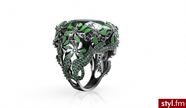 Oval Flower Ring - Bogactwo świata kwiatów zaskakuje. Z tą myślą został stworzony pierścionek Oval Flower Ring. Dostępny w kilku wersjach kolorystycznych. Niezwykle żywy i harmonijny. Dynamiczny dodatek do garderoby każdej Kobiety. impressimo.pl - Pierścionki Biżuteria Moda